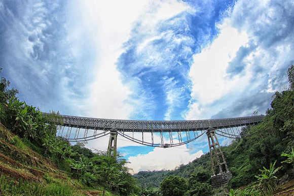 Jembatan Cirahong dari Bawah (Foto by Bayu Perwiranegara)