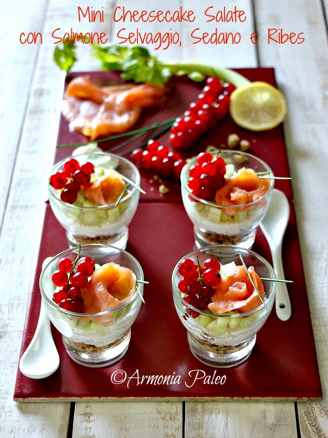 Mini Cheesecake Salate con Salmone Selvaggio, Sedano e Ribes di Armonia Paleo
