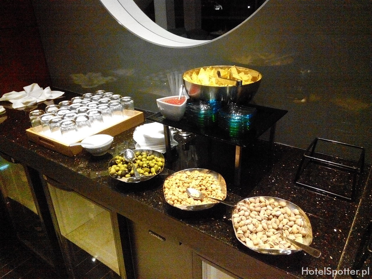 Executive Lounge w Hilton Warsaw - nachody i orzeszki