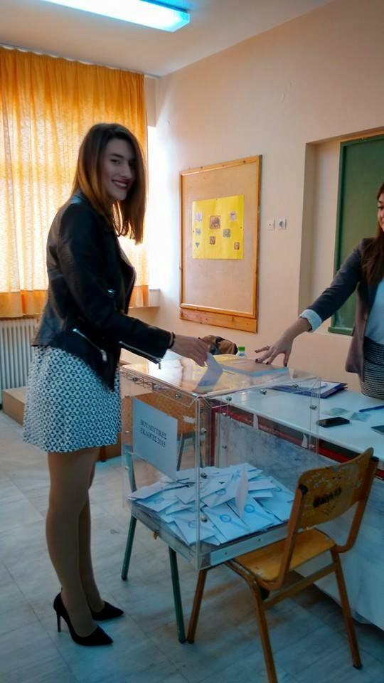 Χαλκίδα: Ψήφισε ο Θανάσης Τάρτης - Η κόρη του, Χρύσα έκλεψε τα βλέμματα! (ΦΩΤΟ)