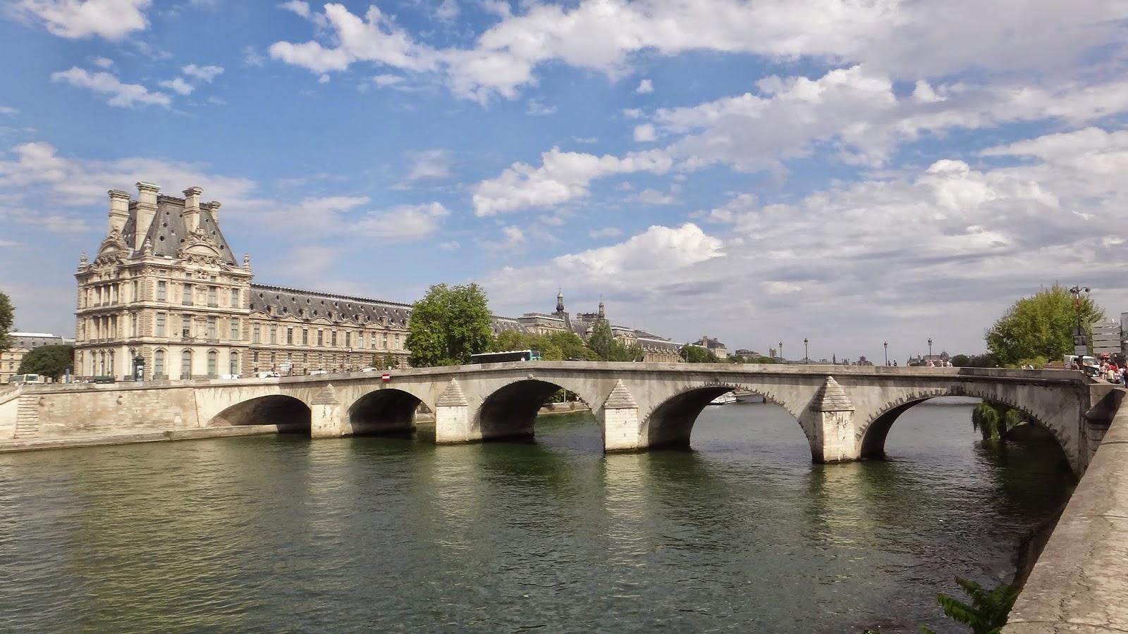 pont royal paris historic walks. Black Bedroom Furniture Sets. Home Design Ideas