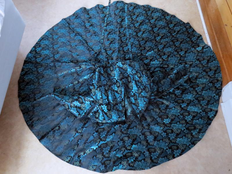 Vintageklänning brokad helcirkelkjol