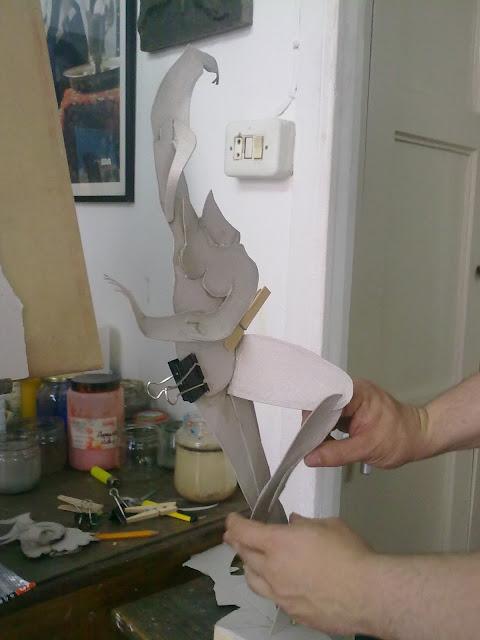 montaje escultura bailarina