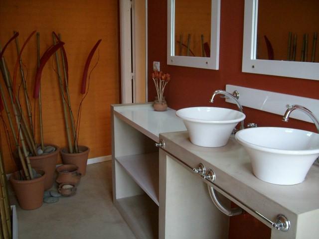 Mesada Baño Microcemento:Silvana Butto & asociados: Vestuarios para piscina en MdP