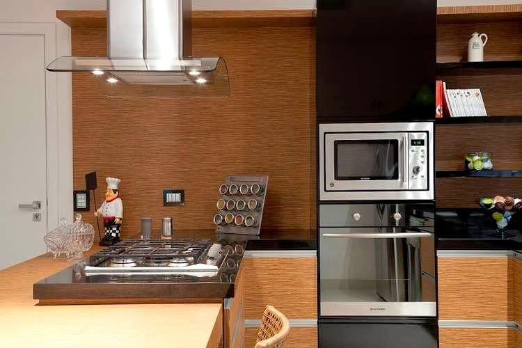Notem como a cozinha fica setorizada e visualmente mais organizada e