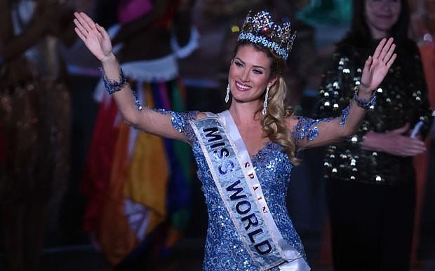 Hoa hậu thế giới về nước không được chào đón 2