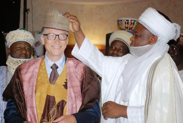 Billionaire Bill Gates rocks 'babanriga' at meeting with GEJ (PHOTOS)
