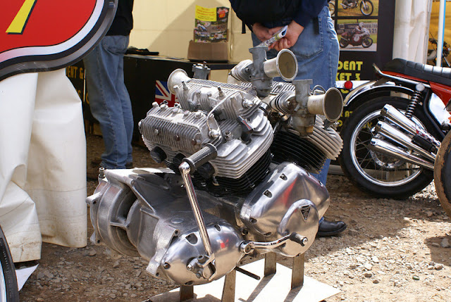 V6-Triumph-Motorcycle-engine-1500cc-Prototype-www.hydro-carbons.blogspot.com-vintage-motorcycles-rare-motorcycles-gearbox-kick-starter