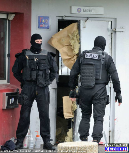 Penjenayah Larikan Diri Guna Dinamit di Perancis