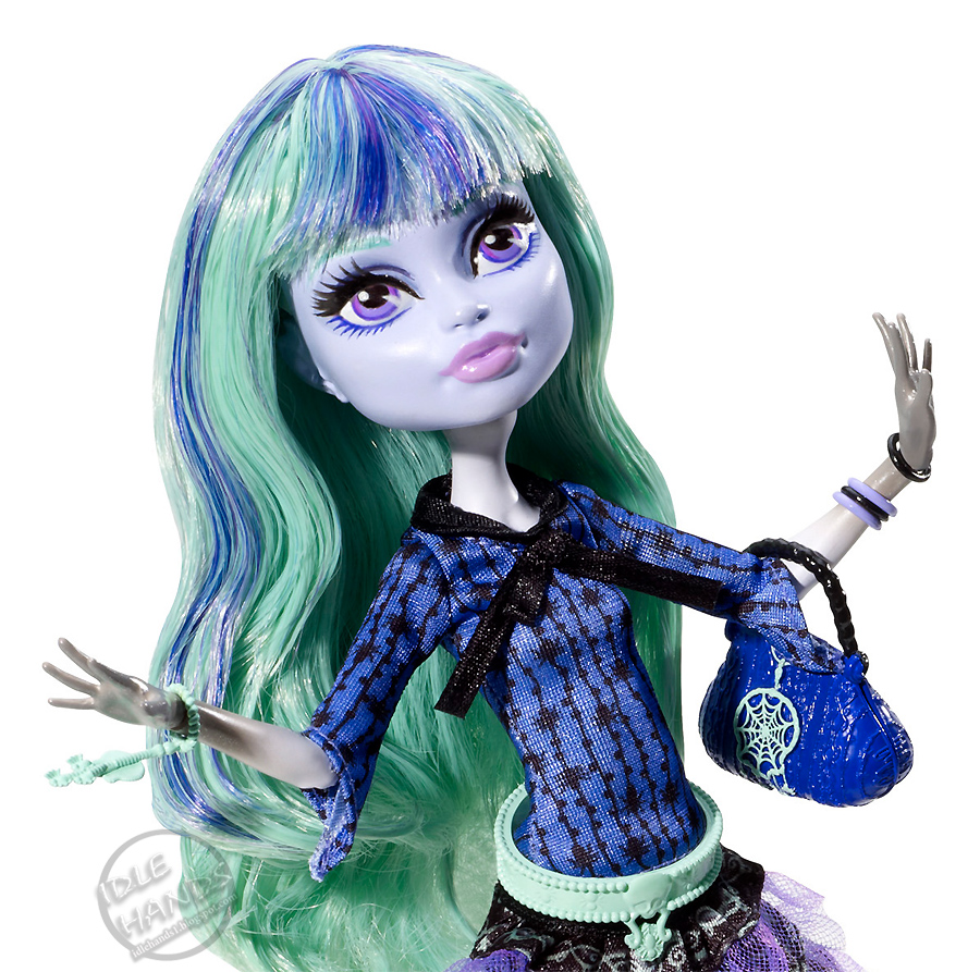Howleen Wolf® doll finally steps out of her sister Clawdeen's