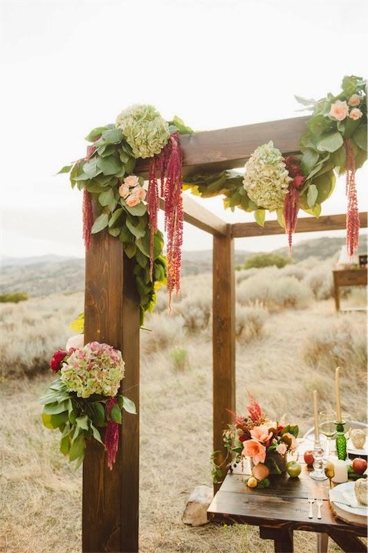 pergola decorada con hortensias