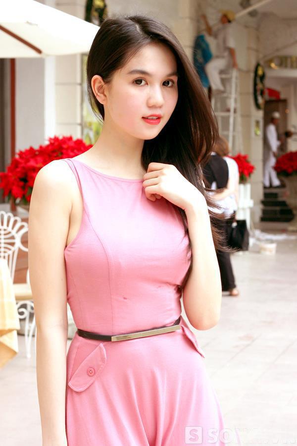 ảnh đẹp Ngọc trinh với đầm hồng vô cùng sexy 9