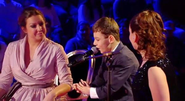 Adrián Vega, Ruth y Niña Pastori cantan Válgame Dios