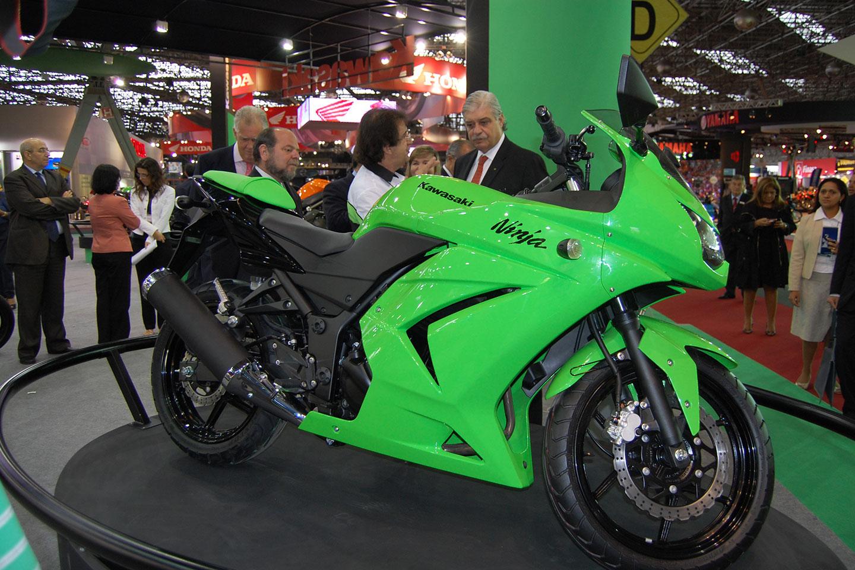 http://2.bp.blogspot.com/-EkWFJJk7JqE/TxtDz7f9rfI/AAAAAAAABqI/UQ0wFJ57s9E/s1600/kawasaki-ninja-kawasaki%2Bninja%2B250-motos-motos%2Bkawasaki.jpg