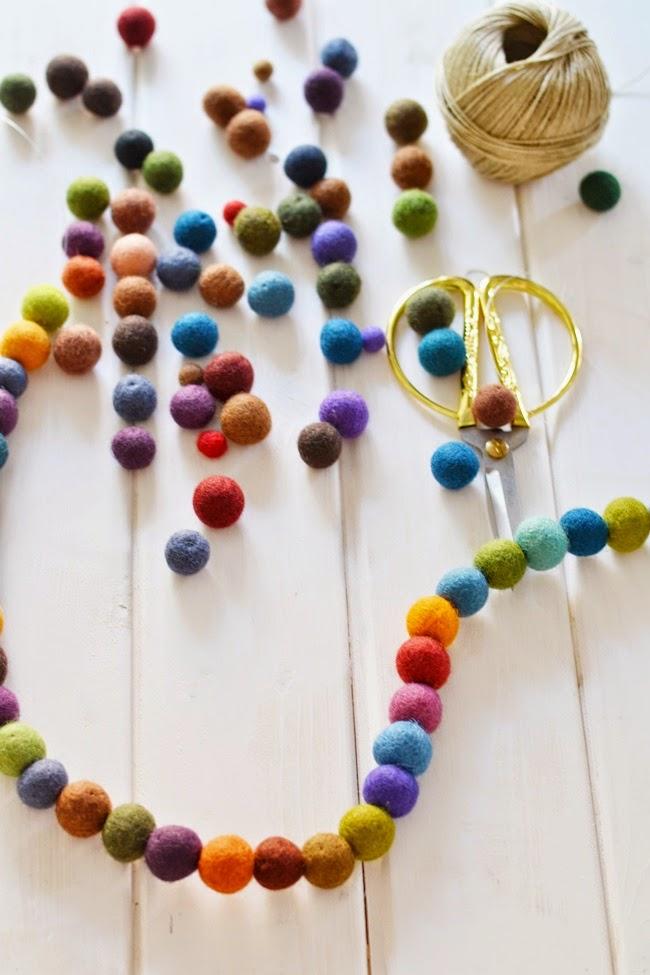 Boho deco chic diy guirnalda de bolas de fieltro de colores - Decorar cojines con fieltro ...