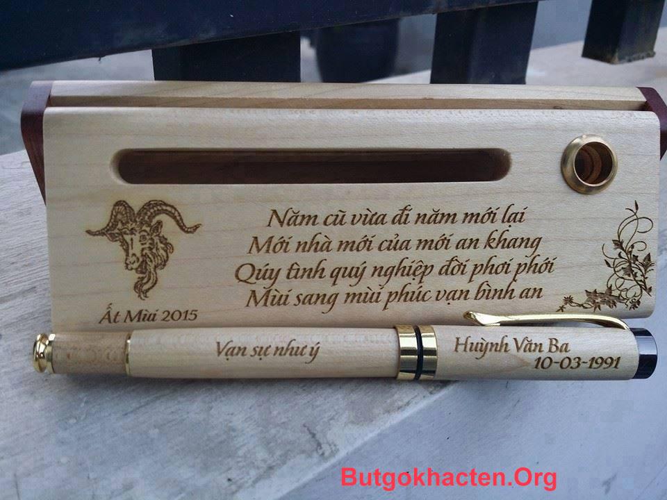 Hình ảnh sản phẩm Bút gỗ khắc chữ dành tặng năm mới 2015