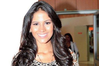 Miss Earth 2011 Olga Alava Ecuador visit Reunion