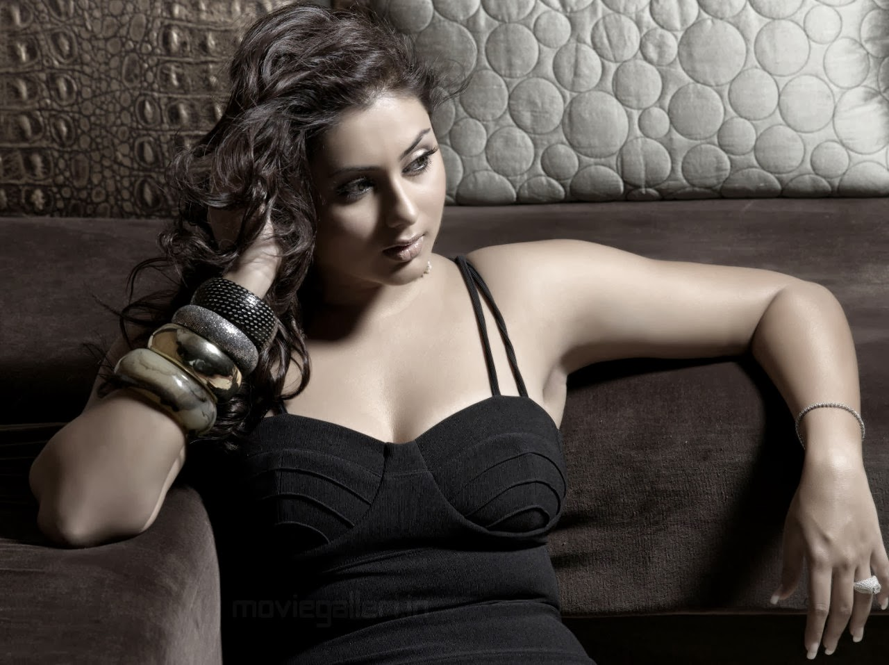 Hot South Indian Actress Namitha Kapoor Spicy Pictures | relaxplz