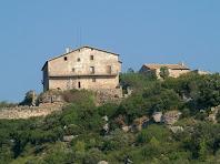 Façana sud-est de la masia de la Serra de Cap de Costa