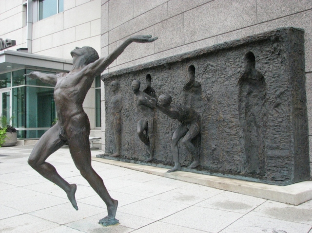 Freedom+by+Zenos+Frudakis.jpg (640×479)