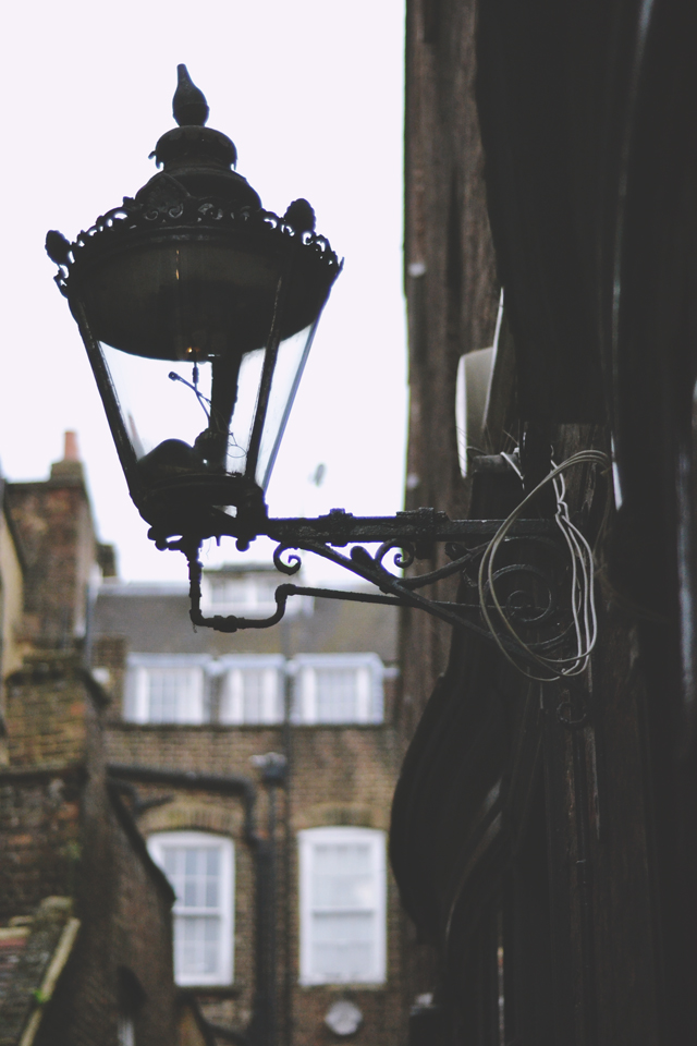 Working gas lamps in London