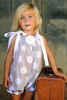 Gambar bayi perempuan cantik dengan gaya minimalis
