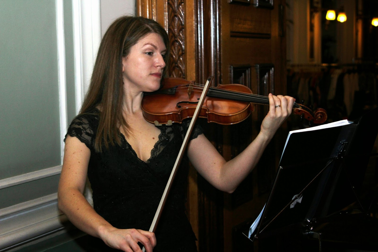 violinist during a Champagne reception