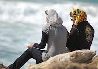 мусульманки на берегу