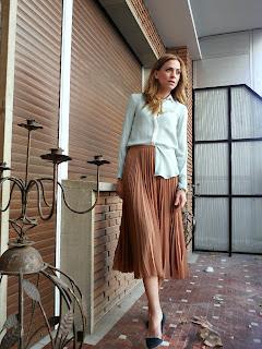 http://2.bp.blogspot.com/-EmafcAmvfUQ/T1TACs_zgcI/AAAAAAAAFQY/Xs-SAZRH6Uk/s1600/camisa+verde+menta+o+mar+falda+plisadar+A.jpg
