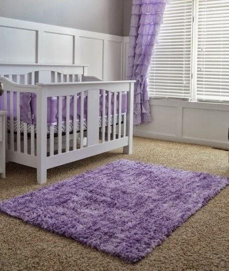 Decoracion interiores bebes una habitaci n lila for Habitacion lila y blanca