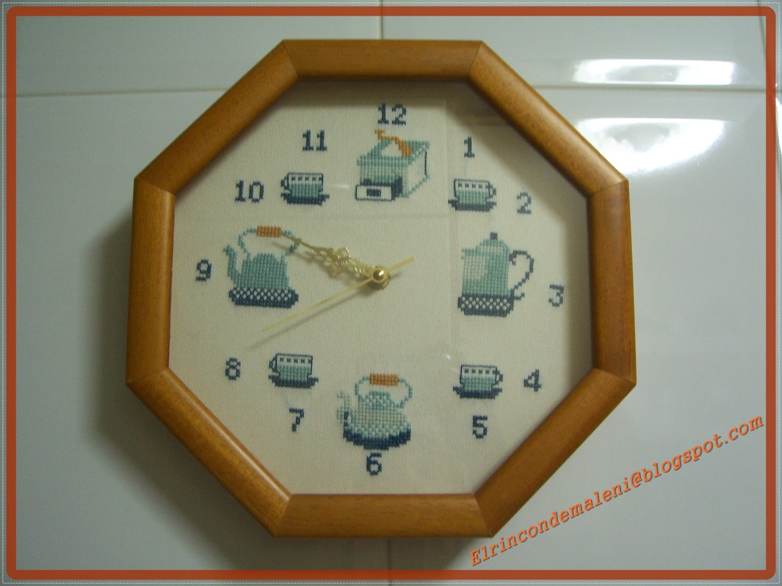 El rincon de maleni relojes y cuadro a punto de cruz - Como hacer un cuadro con fotos familiares ...