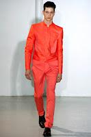 ярък червен мъжки костюм