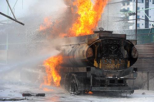 Hiện trường vụ cháy xe bồn trong cây xăng