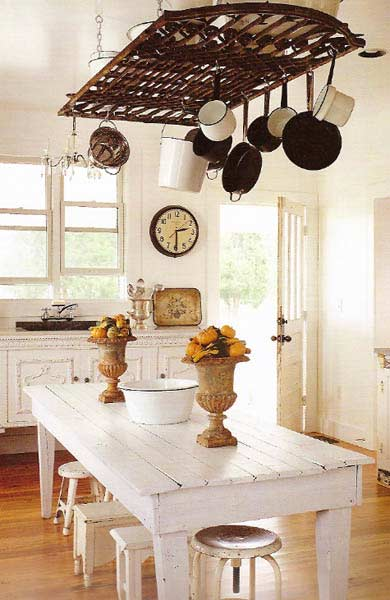 Nothing says farmhouse quite like a hanging pots and pans rack above a farmhouse dining room table