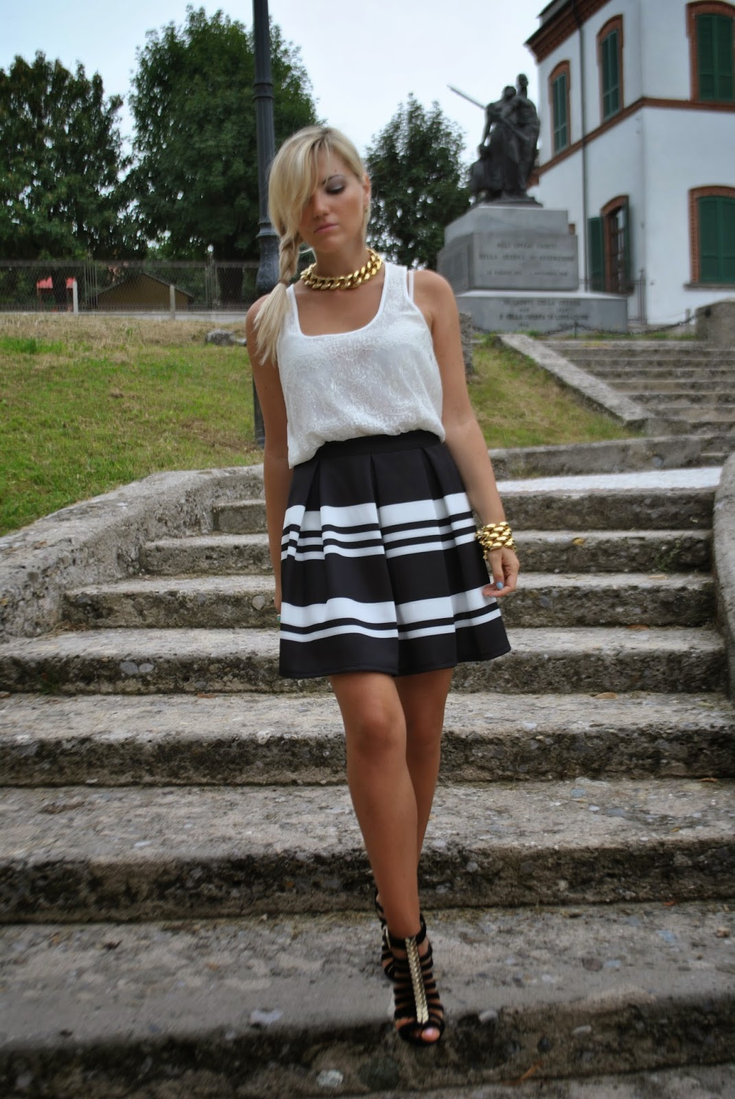 outfit canotta in pizzo pimkie outfit gonna a ruota in neoprene pimkie outfit bianco e nero outfit gonna a righe outfit gonna nera e bianca abbinamento bianco e nero gonna in neoprene bianca e nera abbinamenti gonna a ruota come abbinare la gonna a  ruota how to wear round skirt outfit round skirt lace top tank street style september 2014 street style lookbook september 2014 lookbook settembre 2014 street style settembre 2014 outfit settembre 2014 outfit estivi outfit estate 2014 outfit estivi ragazze outfit gonna e tacchi outfit estivi gonna e tacchi fashion blogger italiane fashion blogger bionde treccia di lato acconciatura treccia laterale gioielli majique majique jewels anello majique majique ring anello ysl anello copia ysl di majique outfit di mariafelicia magno fashion blogger di colorblock by felym mariafelicia magno fashion blogger italiane fashion blogger milano scarpe schutz schutz sandals pimkie schutz canotta in pizzo canotta in pizzo bianco collana a catena dorata