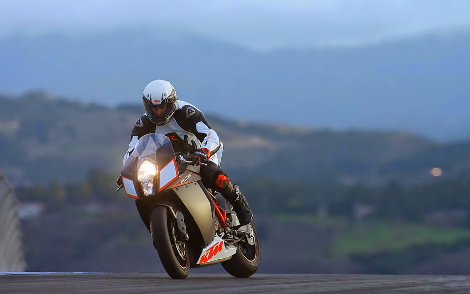 KTM RC8 Bikes Photo Gallery Images