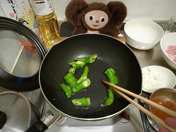 鶏肉とナス、万願寺、麸のみそ炒めの作り方(2)