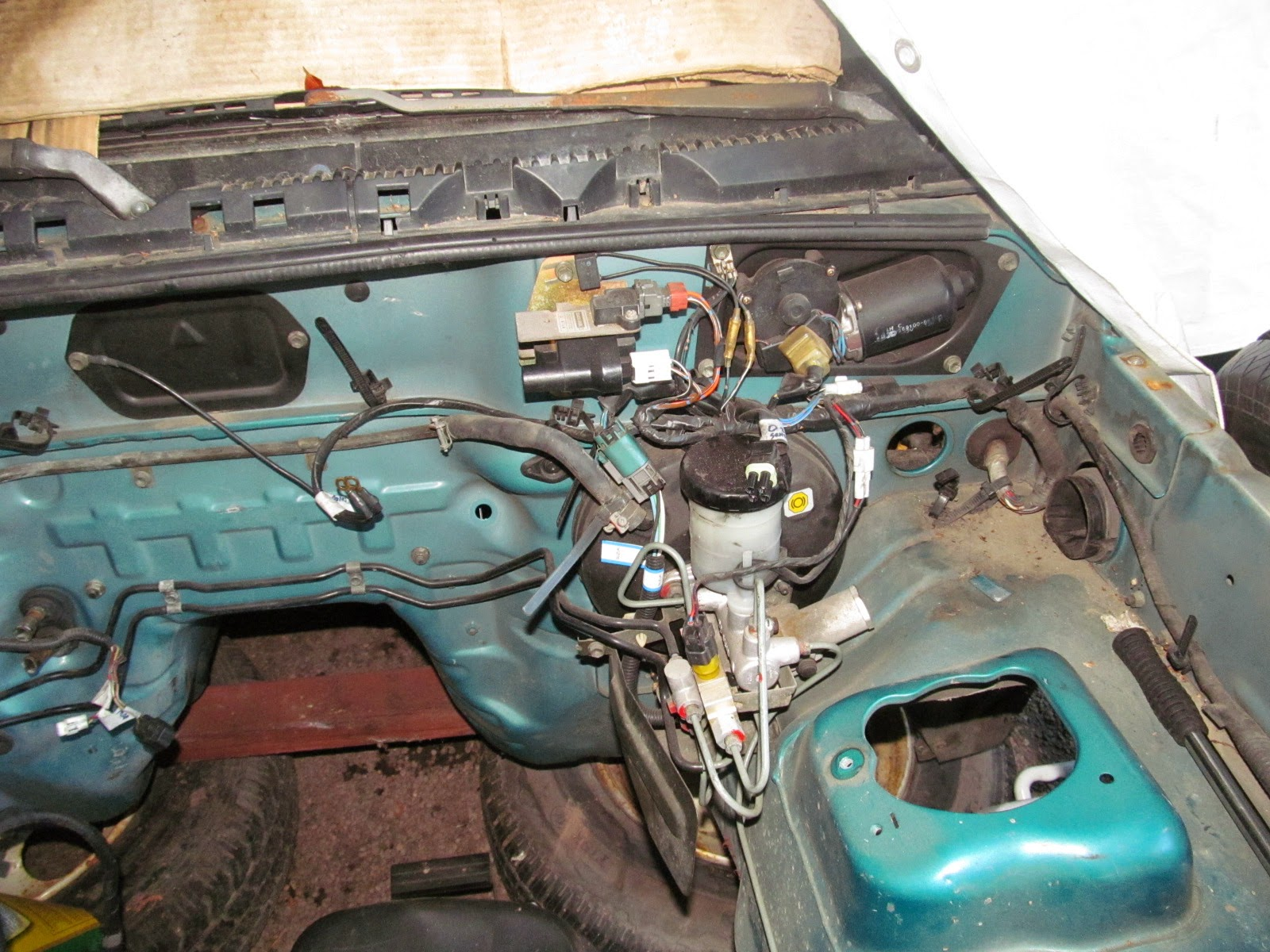 Mikes Projects 2014 1998 Suzuki Sidekick Power Window Fuse Box The Main Harness Runs Across Inside Of Firewall And Connects To Some Mounted Items A Few Grounds It Also Between Heater