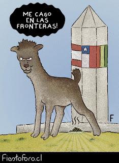 Una llama libertaria o anarquista está defecando en el hito tripartito que define las tres fronteras de Perú, Chile y Bolivia y dice: «Me cago en las fronteras»