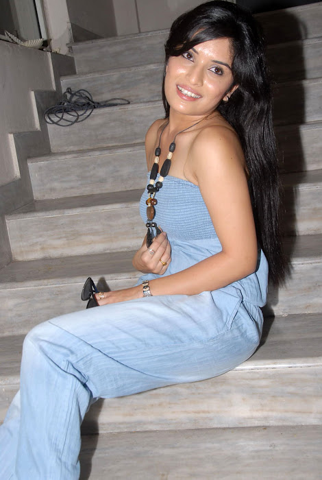 nikitha shetty at facebook movie logo launch, nikitha shetty hot photoshoot