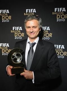 Jose Mourinho donó su balón de oro a una Fundación