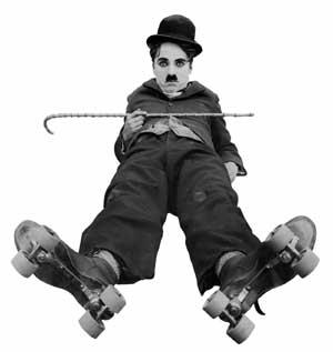 Imagem do Chaplin caido com a bengala na mão e de patins