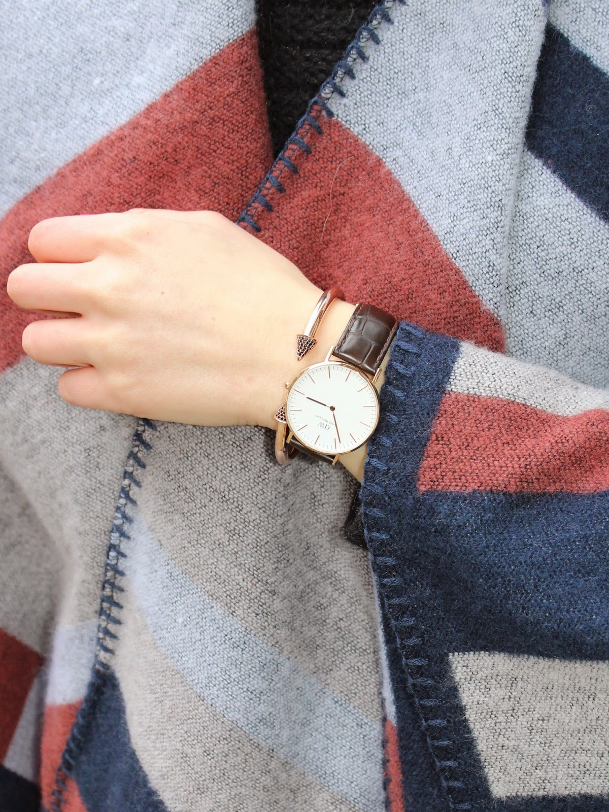 daniel wellington watch, leather strap watch, rosegold bracelet, rosegold spiky bracelet, shop noir bracelet, topshop cape, topshop blanket cape