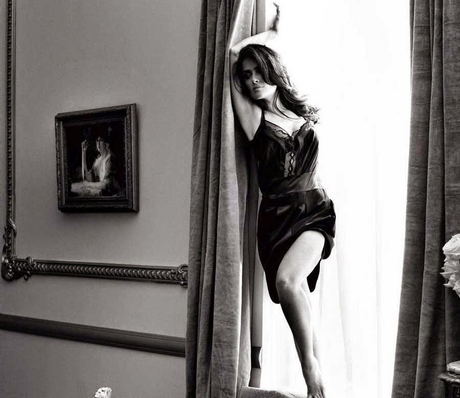 Salma Hayek in Black Dress Wallpaper