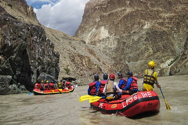 White Water Rafting in Indus to enjoy and experience the natural beauty of the spectacular landscape