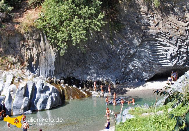 Badespass an der Alcantara Schlucht