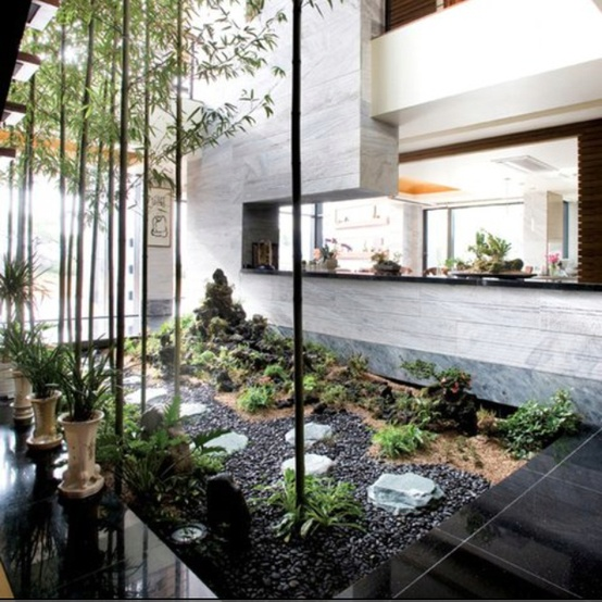 Jardines interiores for Casas con jardin interior