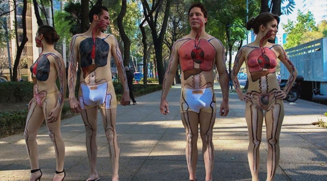 con performance nudista protestan contra la contaminación en el df