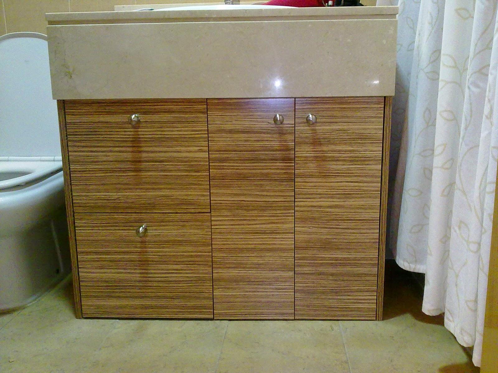 Mueble para aseo de madera de cebrano