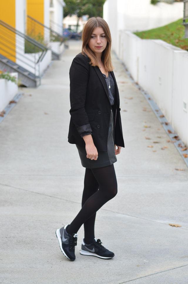 idée tenue femme baskets jupe nike